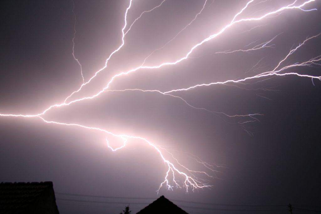 suffolk county lightning fire